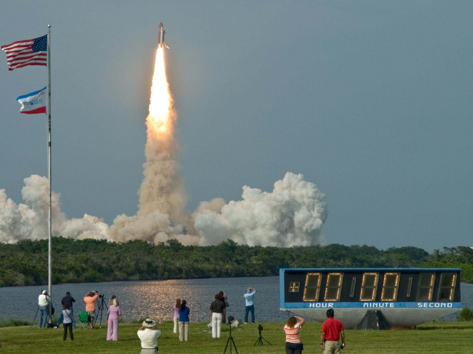 space shuttle taking off - photo #37