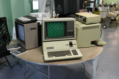 Vintage Computer Festival East 6.0: The Apple III sitting next to a Lisa on the far right