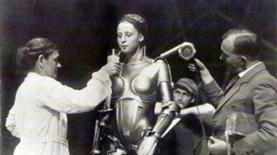 Metropolis: Keeping the robot girl (Brigitte Helm) hydrated!