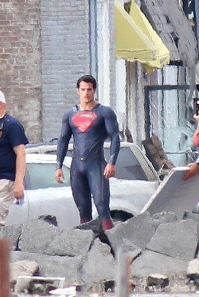 superman-man-of-steel-set-photo-costume-henry-cavill-04