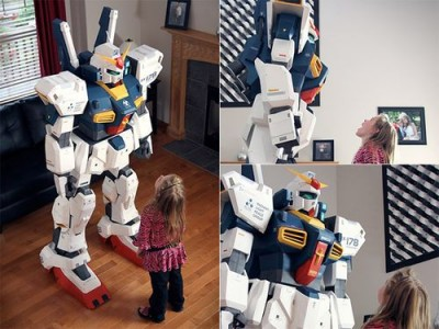 Papercraft Gundam that is 7 feet tall