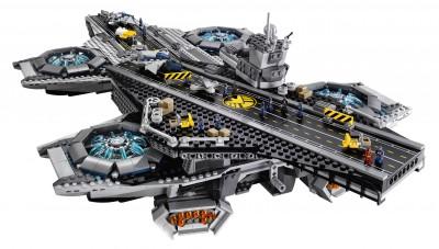 Lego-Avengers-Helicarrier-3