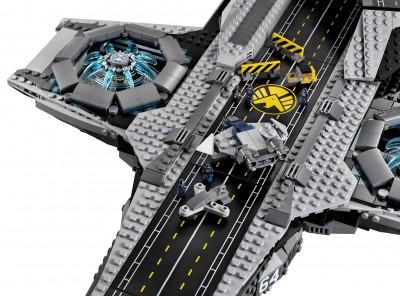 Lego-Avengers-Helicarrier-6