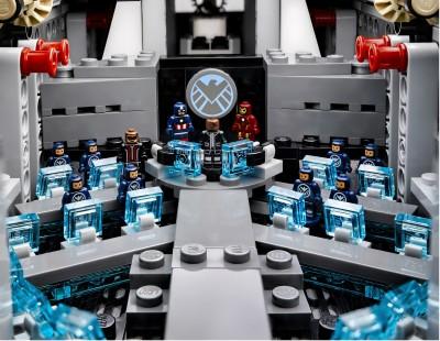 Lego-Avengers-Helicarrier-8